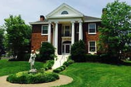 Governor's Mansion's Dogwood Suite - Charlestown - Bed & Breakfast