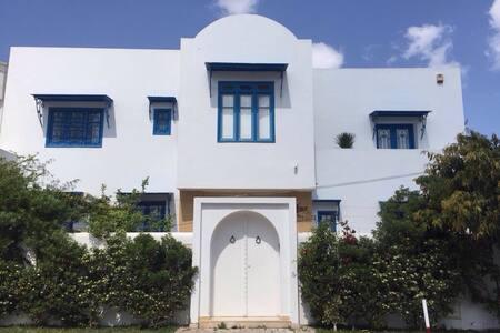 Villa avec piscine LaMarsa Corniche - La Marsa - 別荘