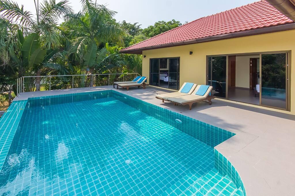 Belle piscine extérieure