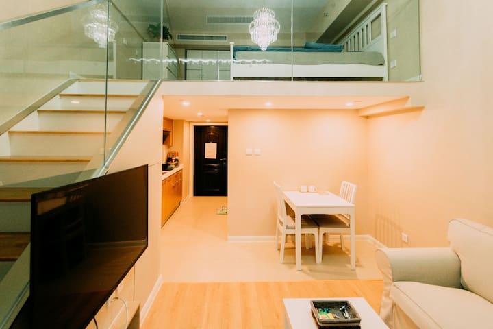 日式风格,豪华复式,紧邻地铁六号线,直达南锣鼓巷/后海,近万达广场