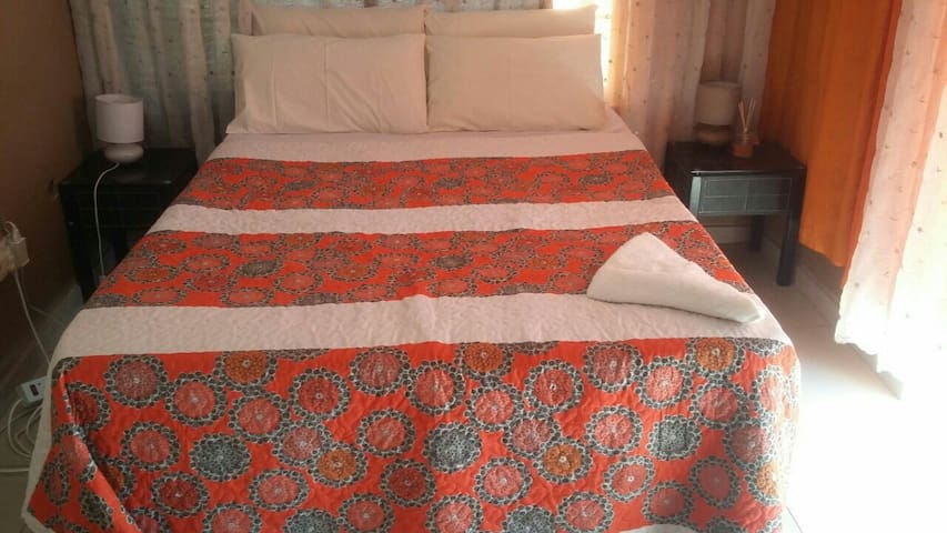 Room in heart of town - Gaborone - House