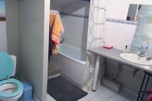 Salle de bain 2 / Bathroom 2