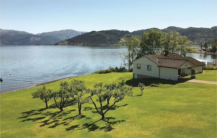 Holiday cottage with 2 bedrooms on 85 m² in Øystese