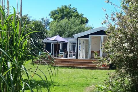 Uroczy dom wakacyjny z panoramicznym widokiem na ogród