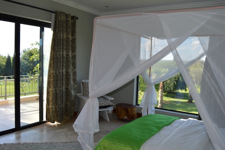 Aramesh Guesthouse - Luxury Rooms - Midrand