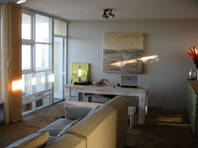 BEACH FRONT APARTMENT WITH 3 BEDROOMS  MAGIC VIEW - Cape Town - Leilighet