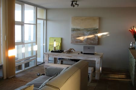 3 BEDR APARTMENT WITH GARAGE ON THE BEACH FRONT - Apartmen
