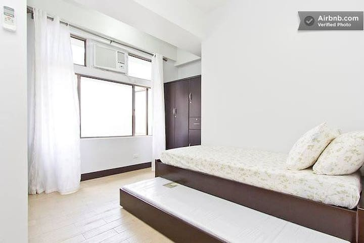 Spacious  room @ Manhattan Tower, Cubao w/ WIFI