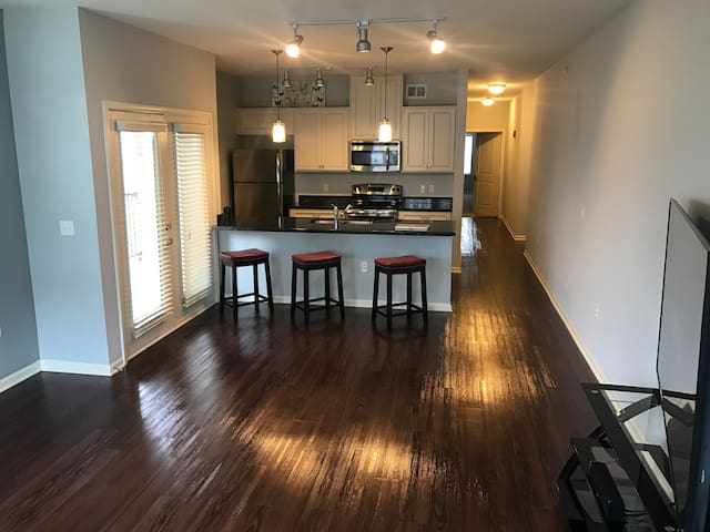 LUXURY 2BR - Great Location. Close to everything! - Kansas City - Appartement