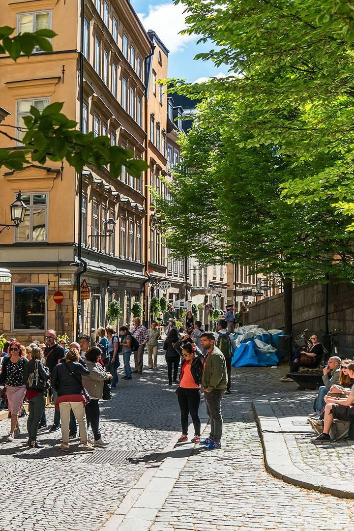 Österlånggatan sunny street life