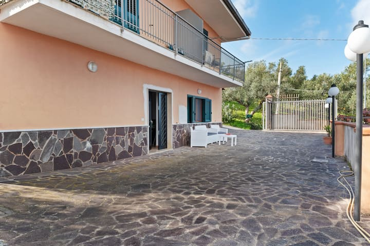Precioso apartamento en Agropoli con jardín y chimenea