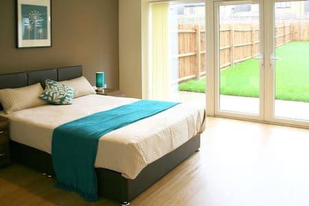Luxurious Bedroom in Bushey - Bushey