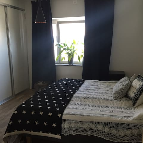 Bedroom, 180x200 sized bed