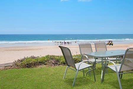 Palm Beach Shack - 1950's absolute beachfront! - Palm Beach