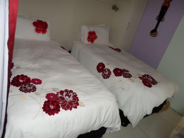 Lala Khona Lodge-Twin Room