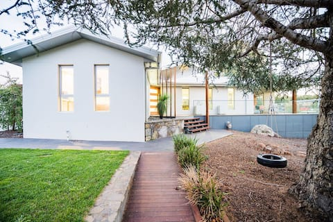 Executive Central Canberra Home For Families/Work