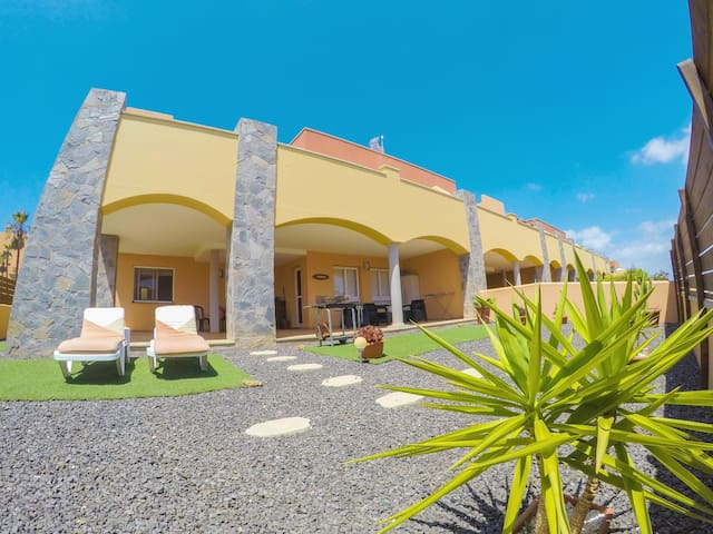 Corralejo BRISAS. (Pool, private parking, WiFi)