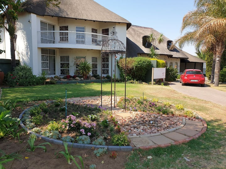 Thatchville Guest House- Luxury, Boutique, Clean