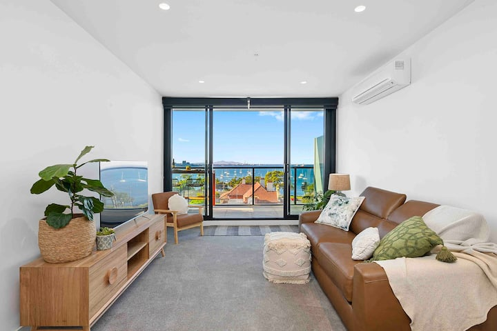 Bayview Luxe Geelong, CBD, Waterfront, Bay Views!