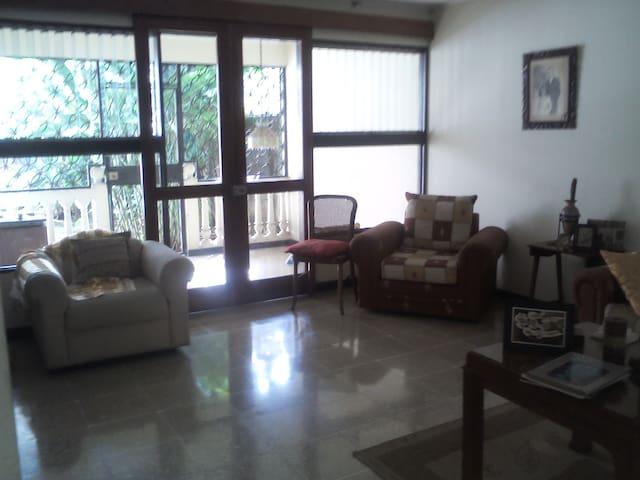 Casa muy tranquila en el centro de la ciudad - San José - Bed & Breakfast