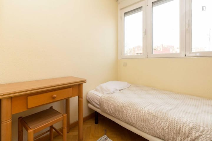 Agradable habitación - Madrid