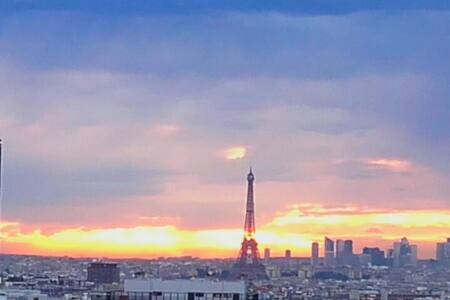 view on the Eiffel Tower - Appartement