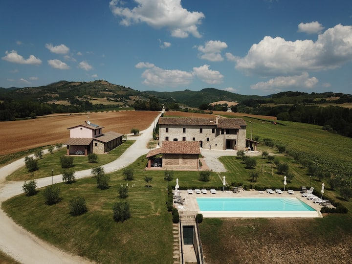 La Collina del Sole & Infinity Pool for 11 Guests