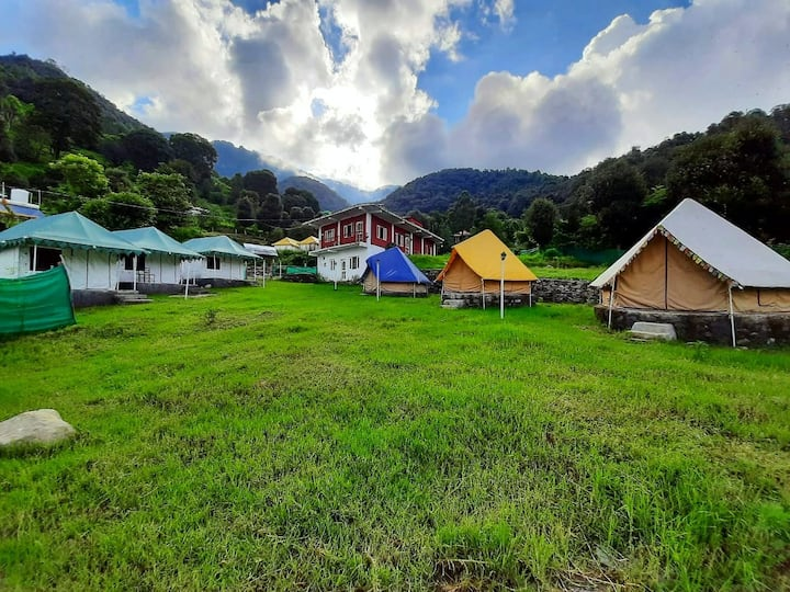 O Raahi Chal - Camping in Luxury Tents in Bir.