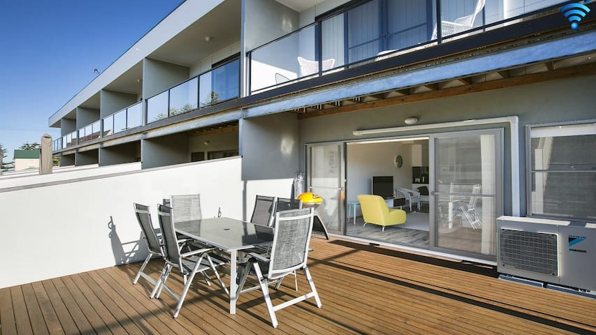 Luxe by the beach – beachside living