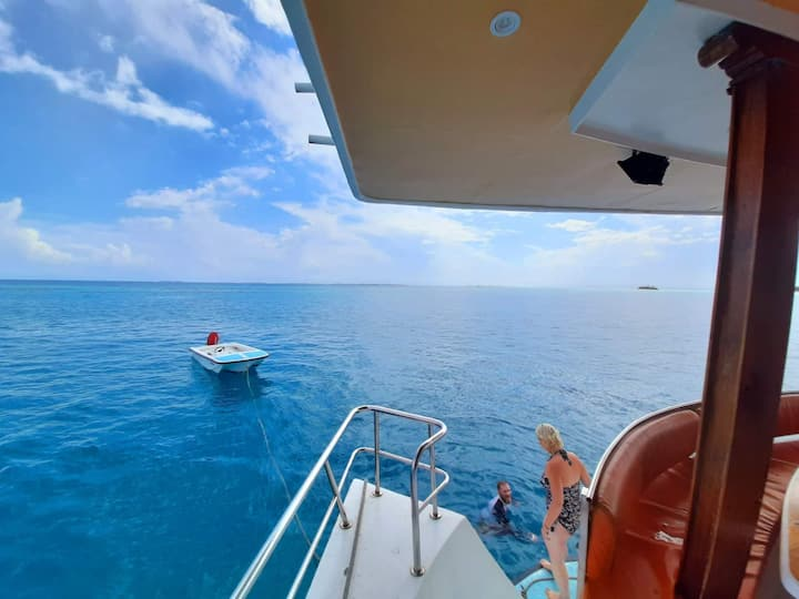 Liveaboard holiday in Ctr Atoll, fullboard, Wi-Fi