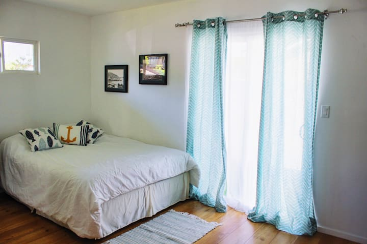 Comfy Bed & Bath with Separate Entrance & Parking