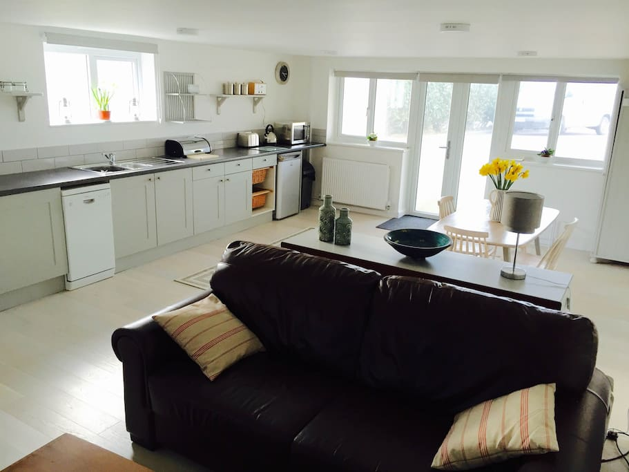 Brand new kitchen and sunny open plan space to enjoy your self-catering holiday by the beach