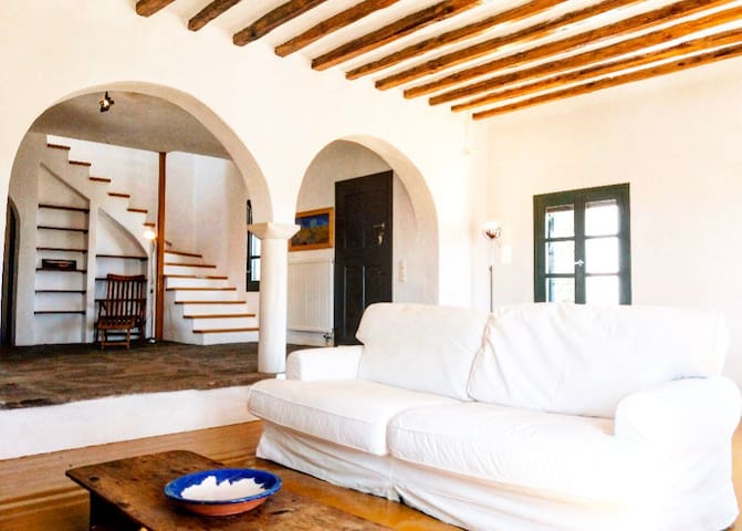 Huge Villa with heavenly views 8 min to the beach