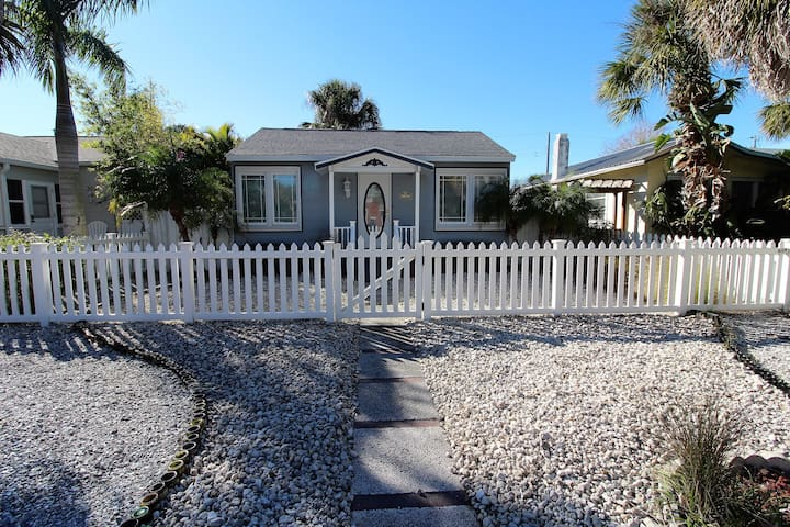 1 Bedroom 1 Bath Private Gulfport Home NEWLY Renovated & NEW Listing! - Gulfport - House
