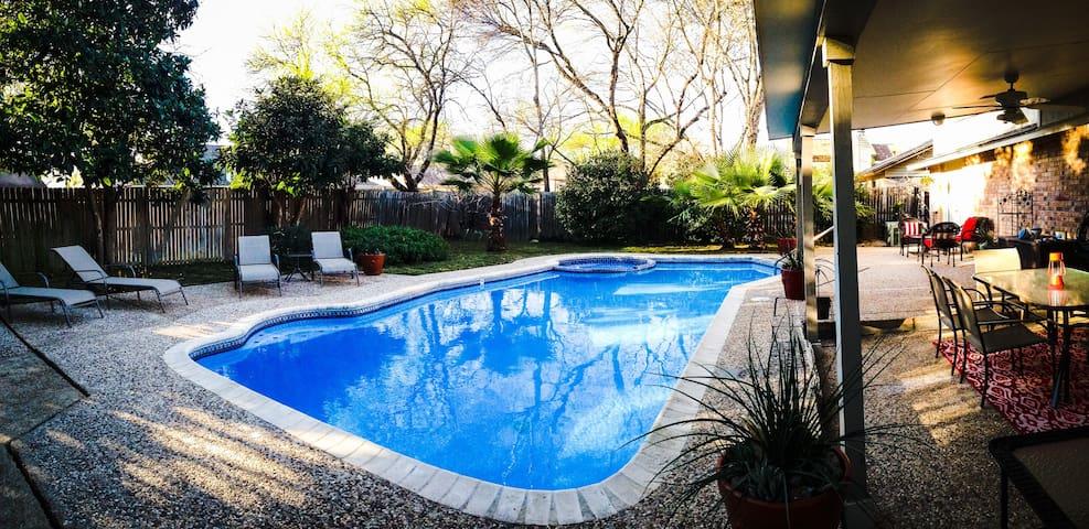 Escape it all! Private pool/hot tub. Top location!