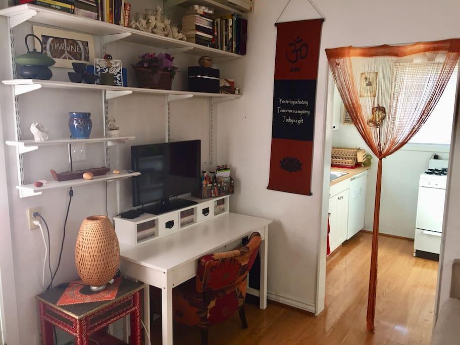 TV / Desk in Livinroom