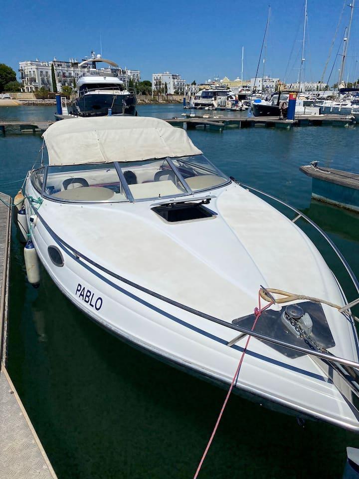 Bonito Barco situado en la marina de Vilamoura