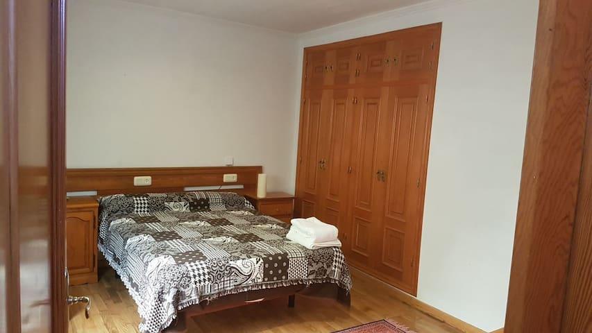 Apartamento con dormitorio matrimonio baño salon - Pontevedra - บ้าน