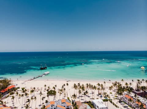 Los Corales Beach Condo - Pool Netflix Hammock