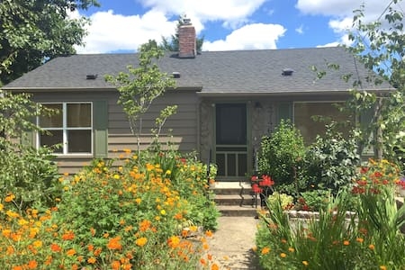 Cozy 2 bedroom house in SE Portland - Portland - House