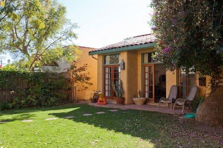 Spanish Style Large Guest House - Santa Monica - Bungalow