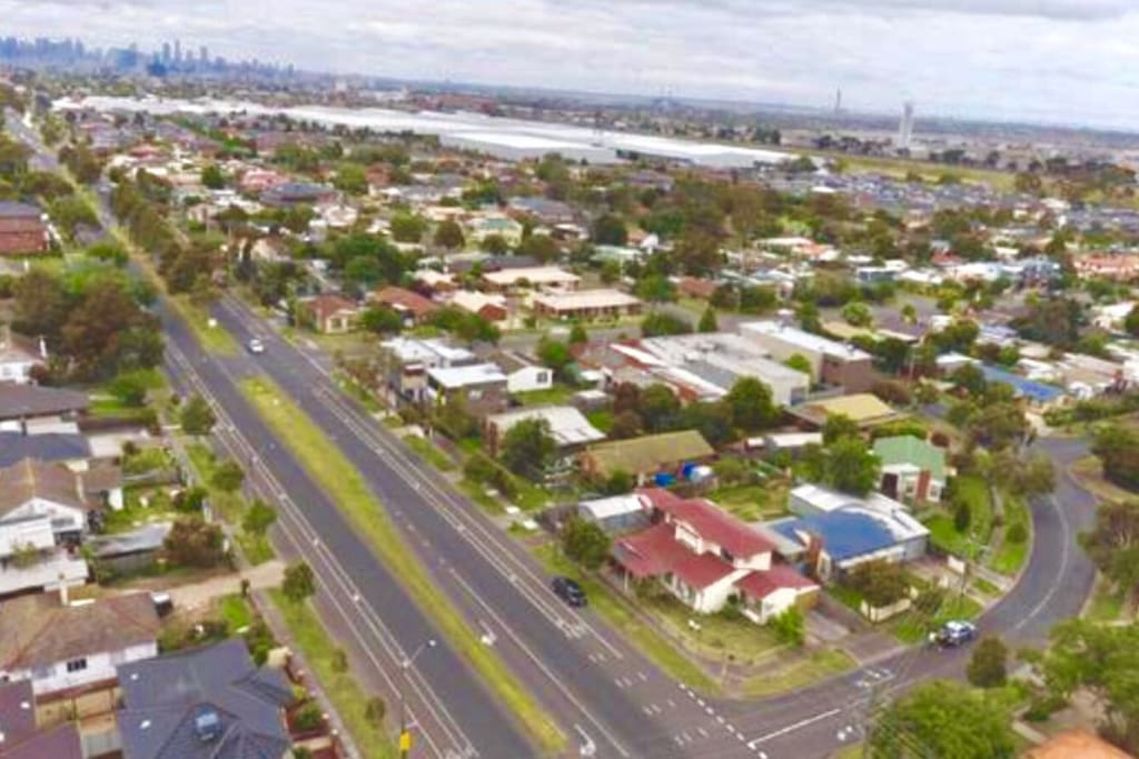 Birds eye view of the house showing its location and proximity to MELBOIURNE cbd (10 kms on public transport)