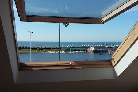 Nice single room. On seafront. Lagoon water sports - Hove - Talo
