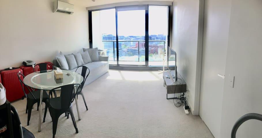 Private Room in CBD (free tram zone)