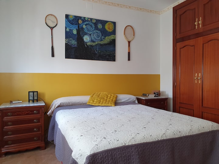 Cozy house with back garden 30 min from Barcelona