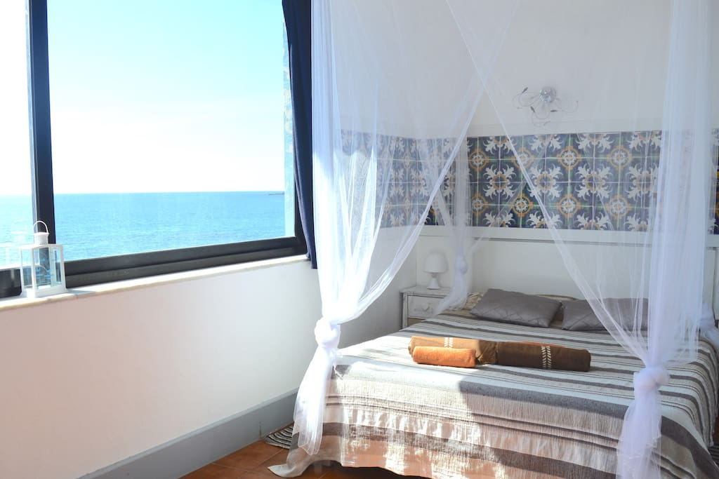 Very romantic room seafront chambres d 39 h tes louer for Chambre a air 13 6 38