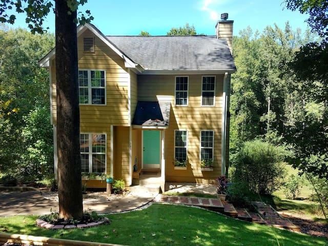 3 BR/2.5 BA House near DT Athens