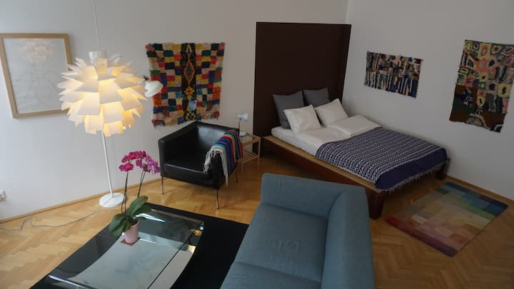 COZY STUDIO APARTMENT IN THE HEART OF VIENNA