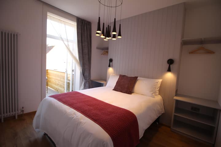 Suite 4 in Canterbury centre, kitchen & laundry