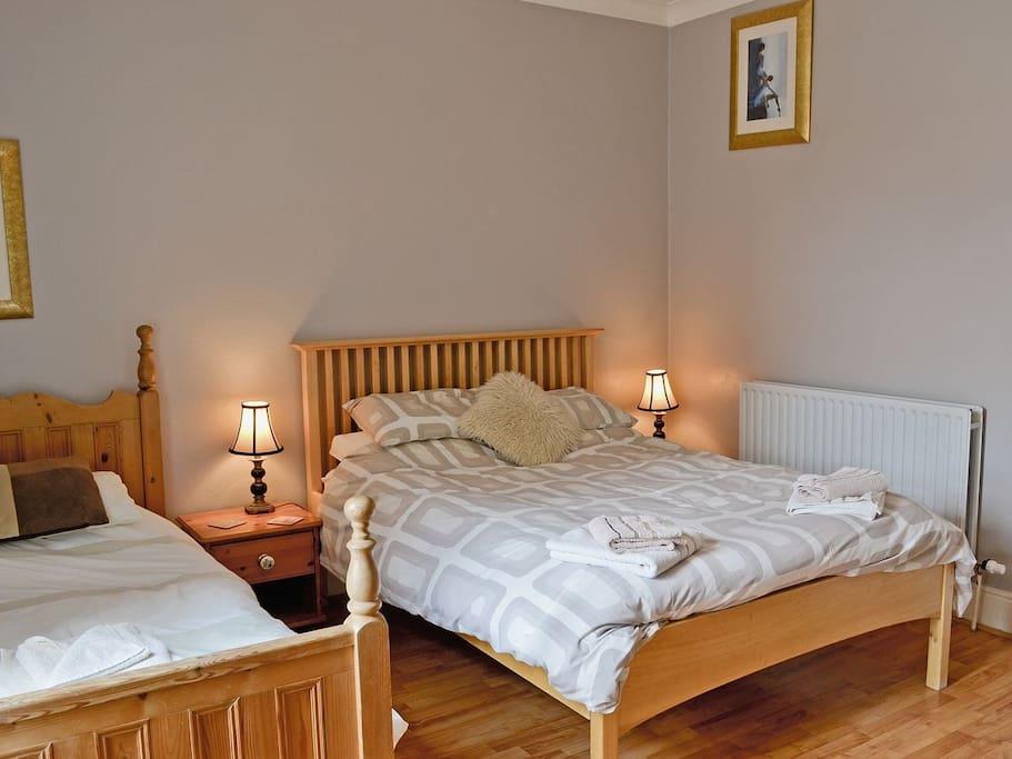 1 double, 1 single bedroom